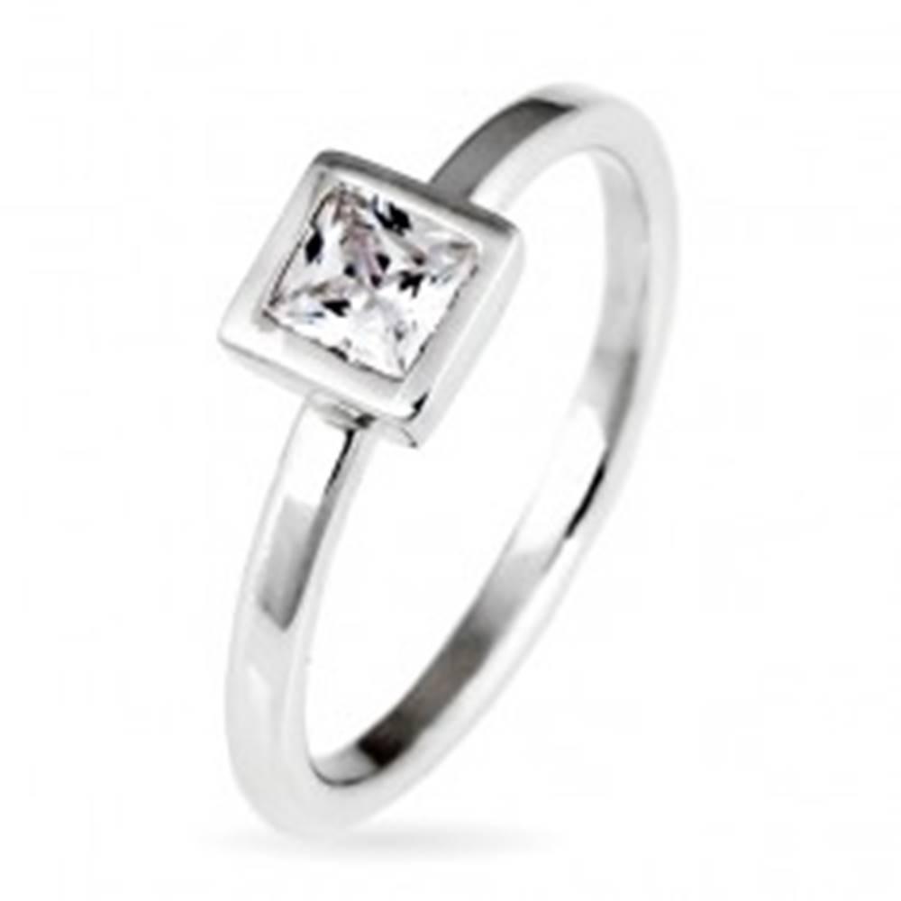 Šperky eshop Strieborný prsteň 925 - vystúpený štvorcový zirkón v objímke - Veľkosť: 50 mm