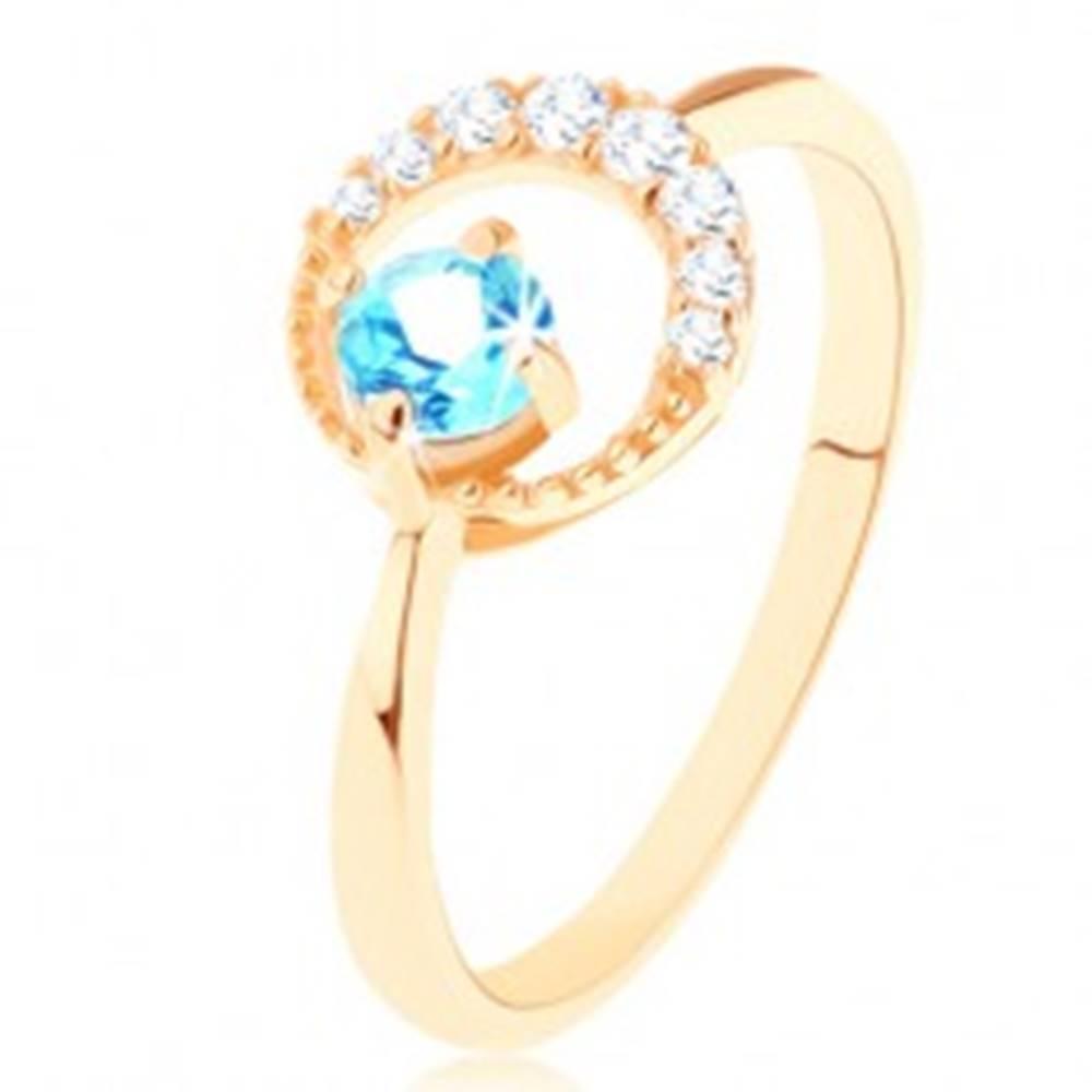 Šperky eshop Zlatý prsteň 375 - kosák mesiaca zdobený čírymi zirkónikmi, modrý topás - Veľkosť: 50 mm