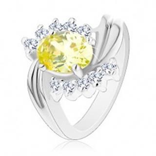 Lesklý prsteň so zvlnenými líniami ramien, oválny žltý zirkón, číre zirkónové oblúčiky - Veľkosť: 49 mm