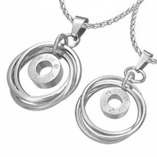 Prívesok pre dvojicu - prepletené prstence so zirkónmi a nápisom
