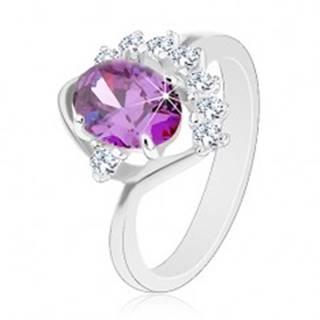 Prsteň so zahnutým ramenom, oválny fialový zirkón, trblietavý číry oblúčik - Veľkosť: 49 mm