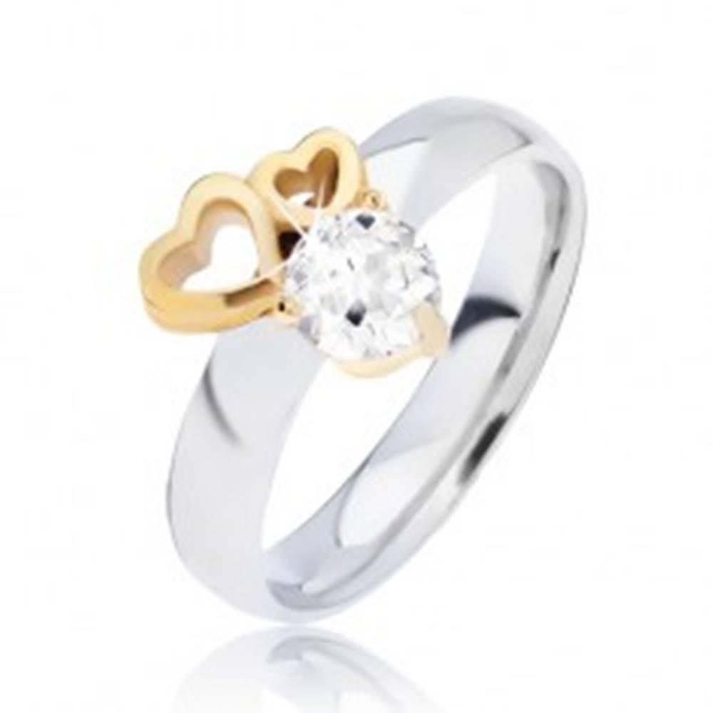 Šperky eshop Lesklý oceľový prsteň so obrysmi sŕdc zlatej farby a čírym zirkónom - Veľkosť: 49 mm
