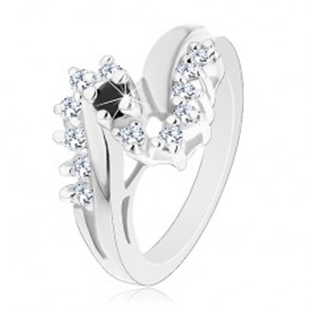 Šperky eshop Lesklý prsteň s rozdvojenými ramenami, okrúhly čierny zirkón, ligotavá línia - Veľkosť: 52 mm