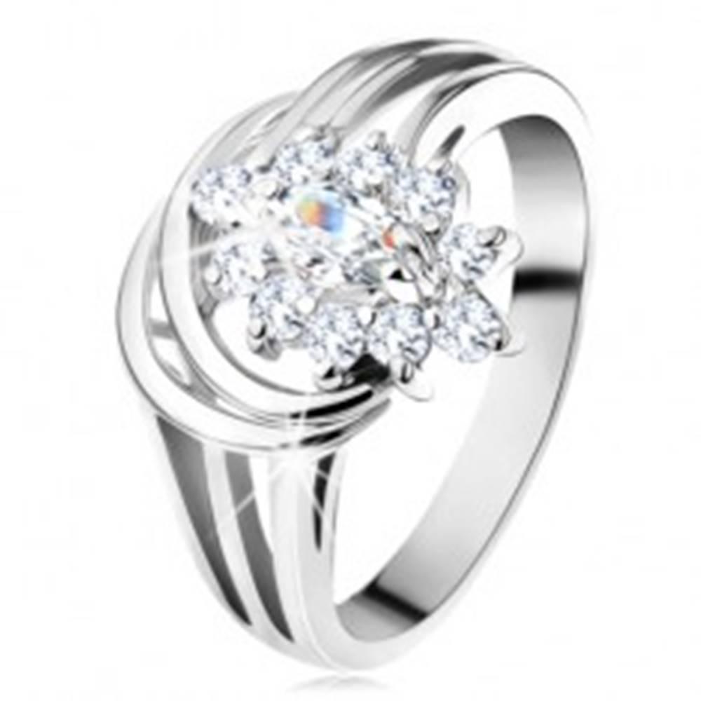 Šperky eshop Ligotavý prsteň, rozvetvené ramená v striebornom odtieni, číry zirkónový kvet - Veľkosť: 49 mm