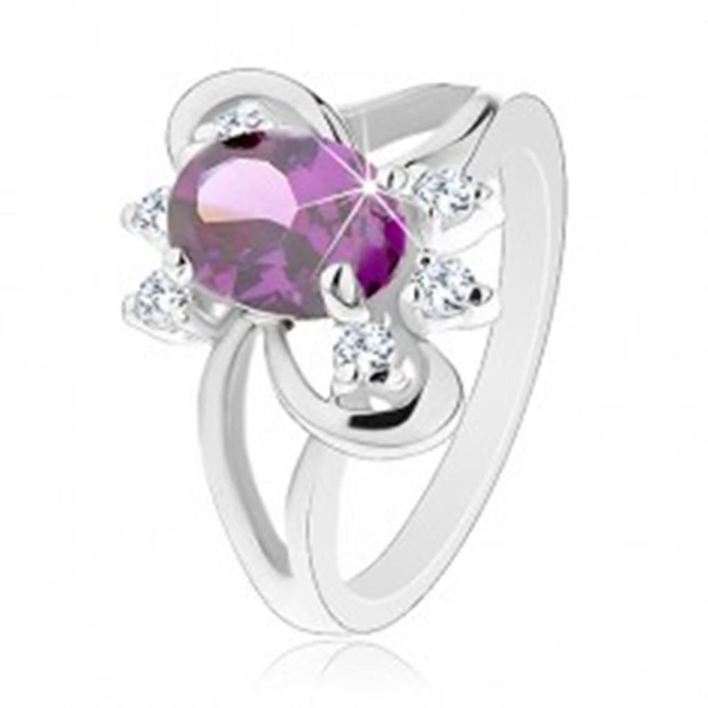 Šperky eshop Ligotavý prsteň s rozdvojenými ramenami, fialový brúsený zirkón, hladké oblúky - Veľkosť: 51 mm