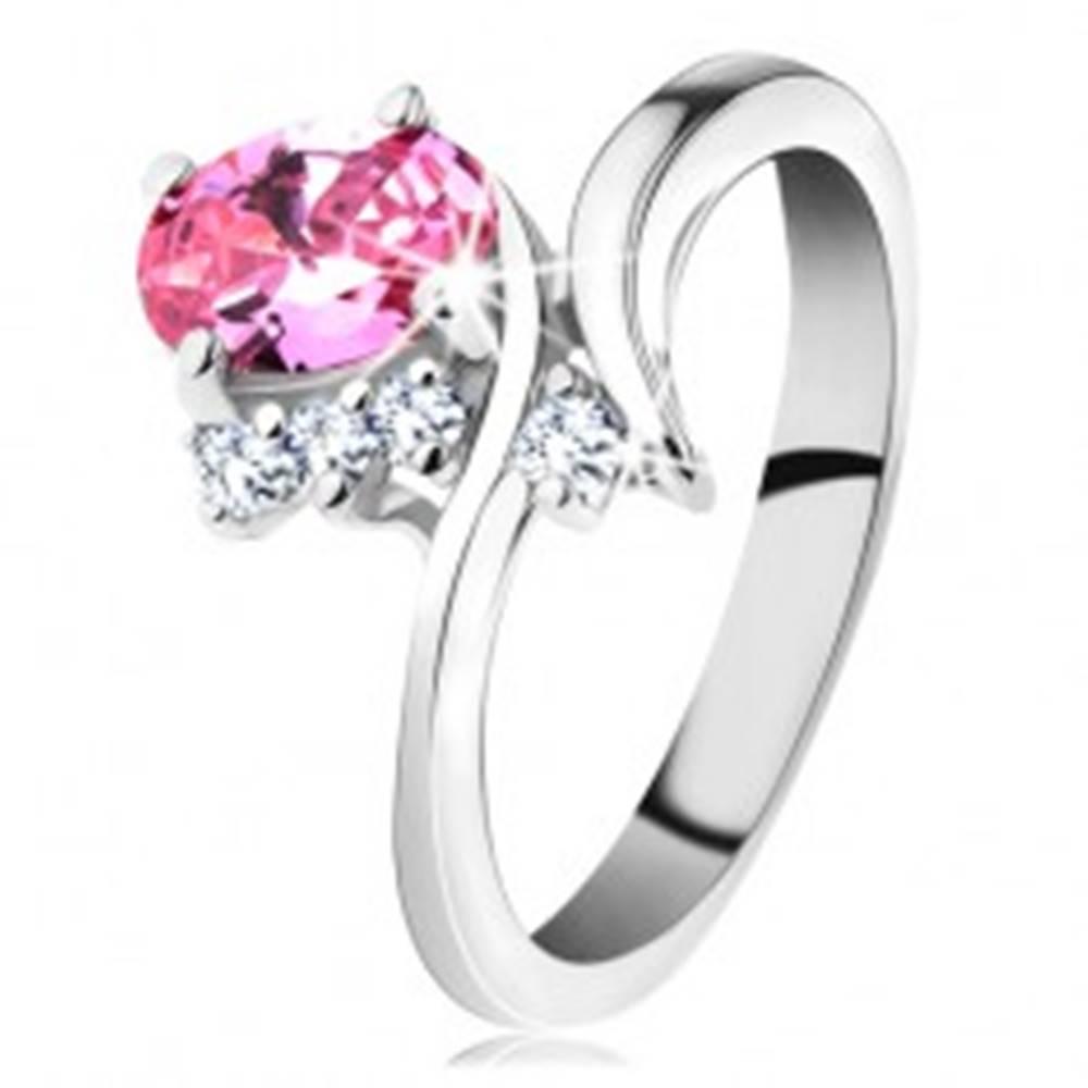 Šperky eshop Ligotavý prsteň so zahnutými ramenami, ružový oválny zirkón, čire zirkóniky - Veľkosť: 48 mm