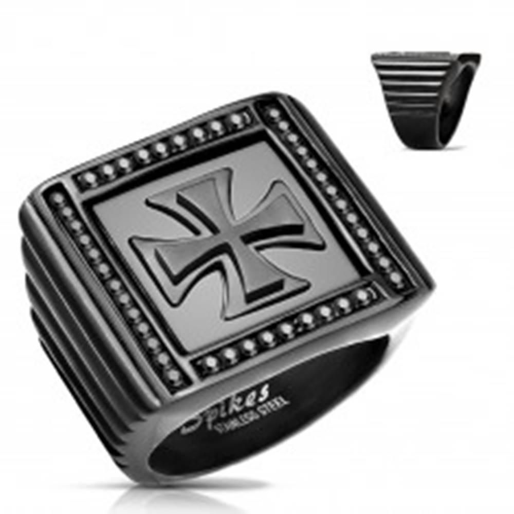 Šperky eshop Mohutný prsteň čiernej farby, oceľ 316L, zirkóniky, maltézsky kríž - Veľkosť: 59 mm
