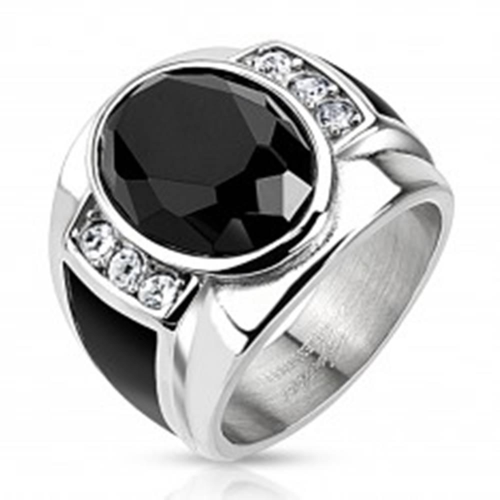 Šperky eshop Oceľový prsteň s čiernym brúseným oválom, čírymi zirkónmi a čiernymi pásmi - Veľkosť: 59 mm