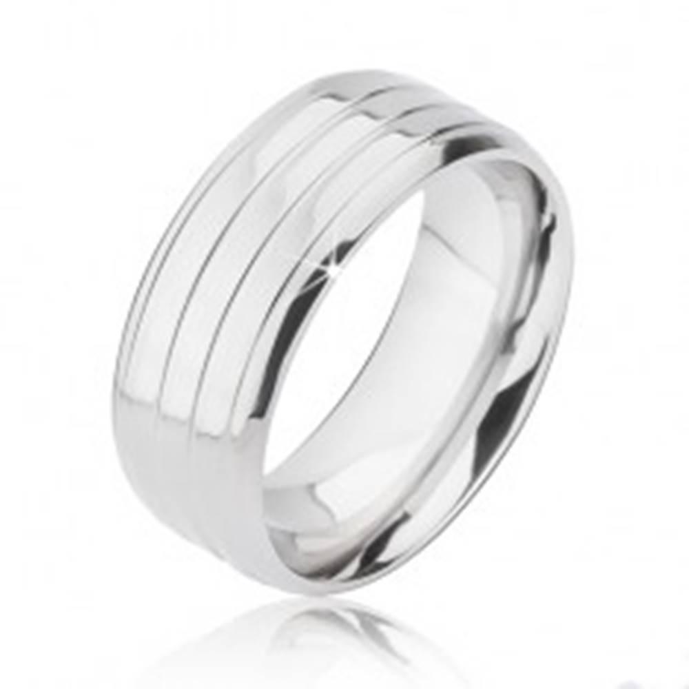 Šperky eshop Prsteň z titánu striebornej farby - tri pásy a skosené hrany - Veľkosť: 57 mm