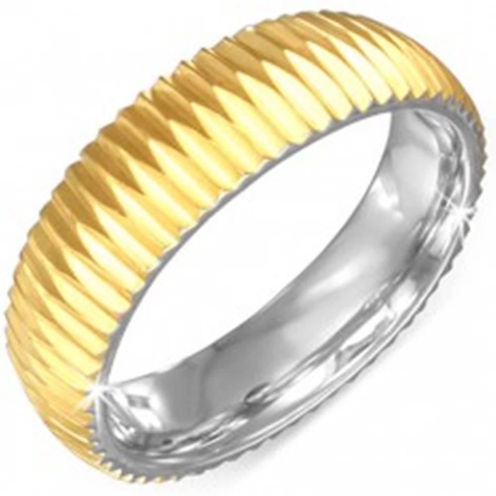 Šperky eshop Prsteň zlatej farby z chirurgickej ocele - vrúbkovaný - Veľkosť: 57 mm
