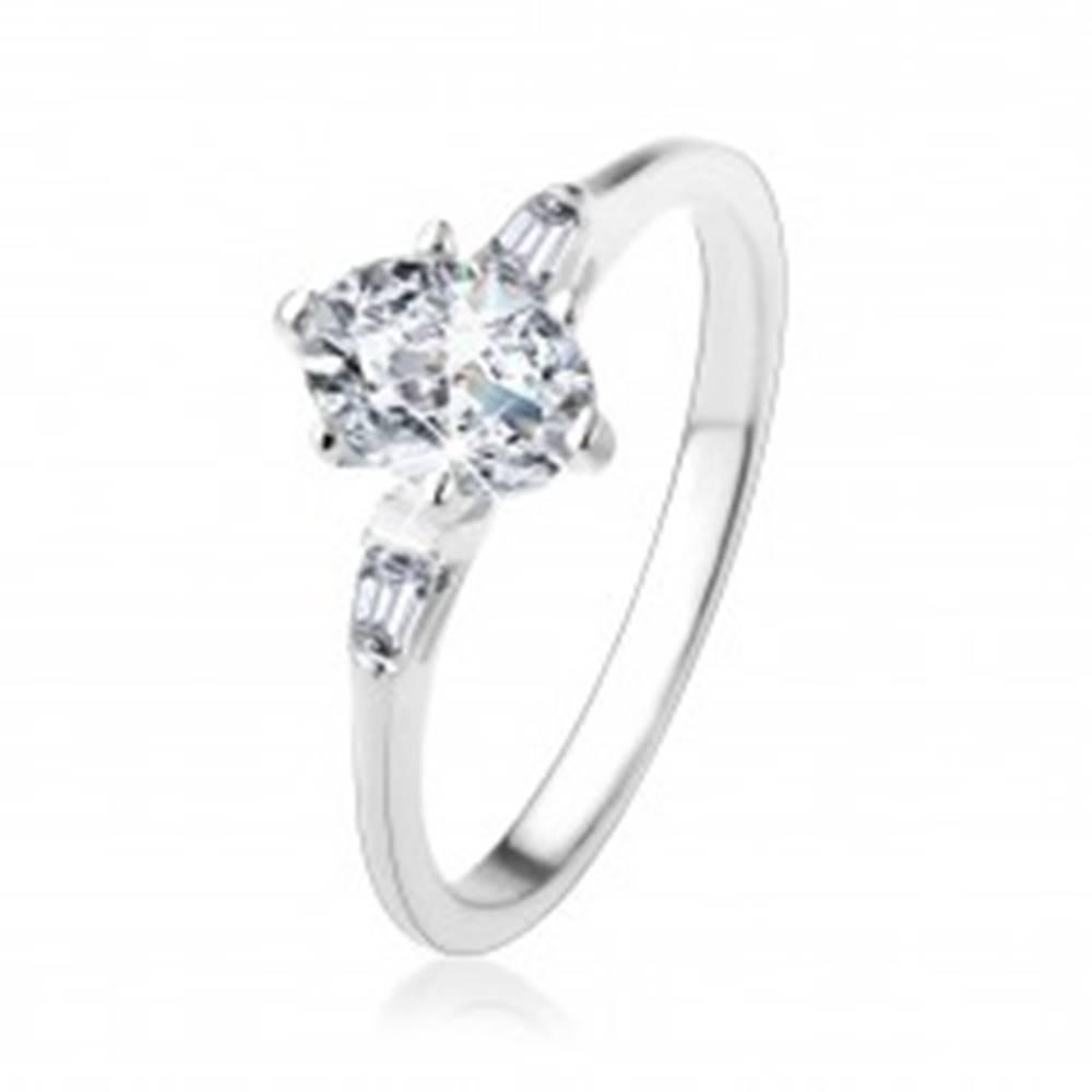 Šperky eshop Strieborný prsteň 925, oválny číry zirkón, malé zirkónové lichobežníky - Veľkosť: 49 mm