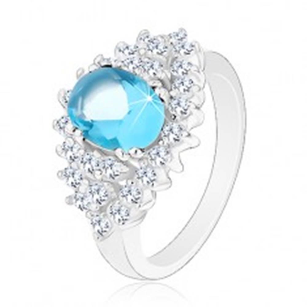 Šperky eshop Trblietavý prsteň so svetlomodrým oválnym zirkónom, číra zirkónová obruba - Veľkosť: 48 mm