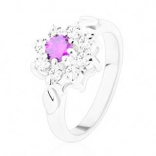 Lesklý prsteň s ozdobnými lístočkami, ametystovo fialový zirkón, číre lupene - Veľkosť: 52 mm