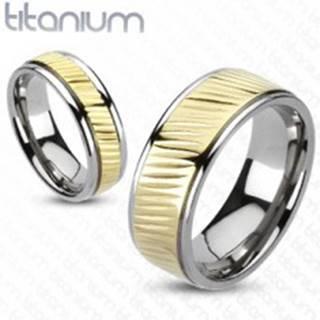 Obrúčka z titánu - pás zlatej farby s diagonálnym vrúbkovaním - Veľkosť: 49 mm