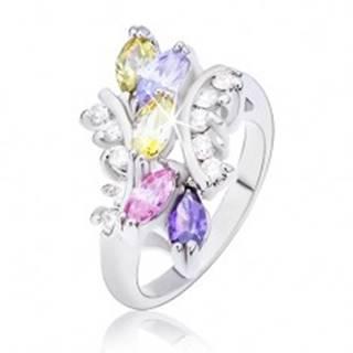 Prsteň s farebnými zirkónovými zrnkami a zaoblenými ramenami - Veľkosť: 48 mm