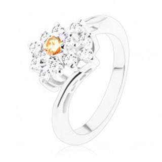 Prsteň v striebornom odtieni, obdĺžnik so svetlooranžovými a čírymi zirkónmi - Veľkosť: 49 mm