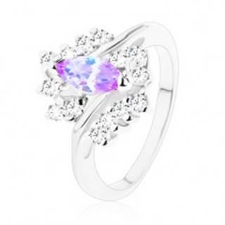 Trblietavý prsteň so svetlofialovým zrnkom, zvlnený rad čírych zirkónov - Veľkosť: 49 mm