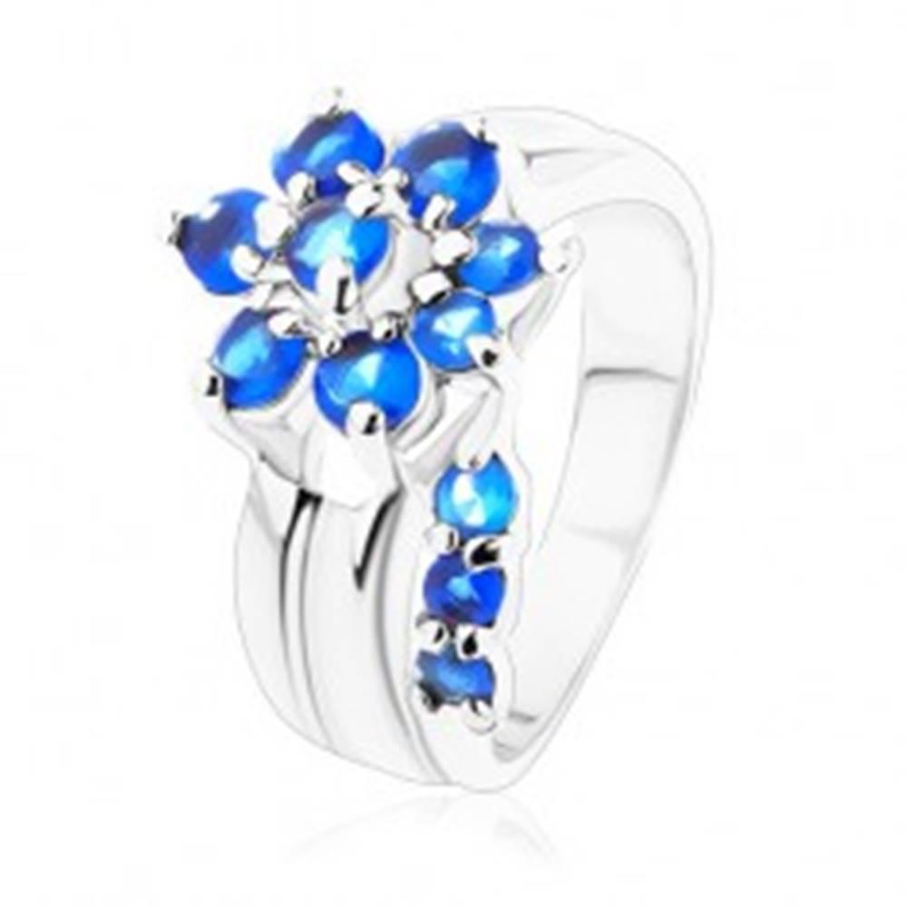 Šperky eshop Jagavý prsteň s rozdelenými ramenami, zirkónový kvet v modrom odtieni - Veľkosť: 49 mm