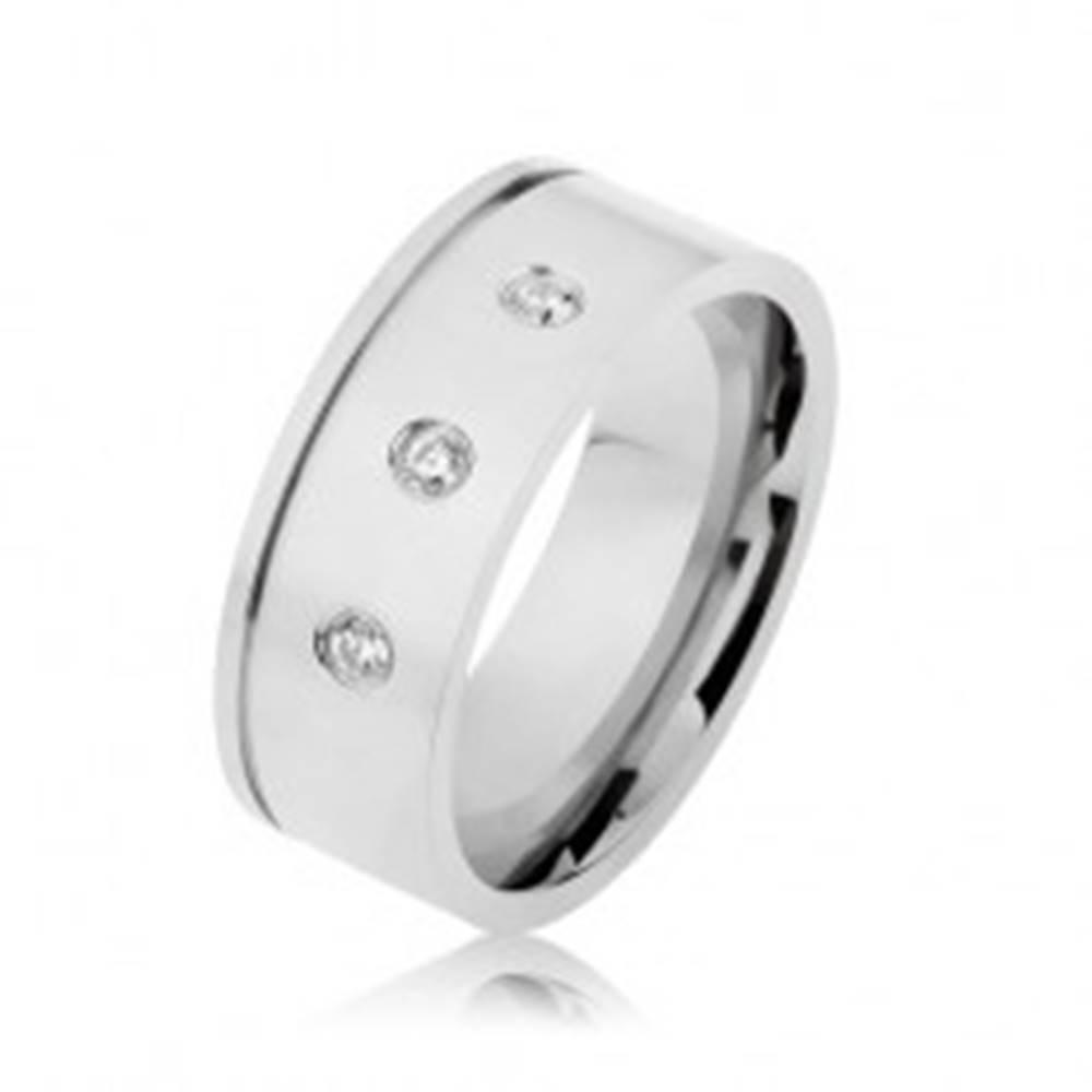 Šperky eshop Lesklá oceľová obrúčka striebornej farby, číre zirkóny, vodorovný zárez - Veľkosť: 57 mm