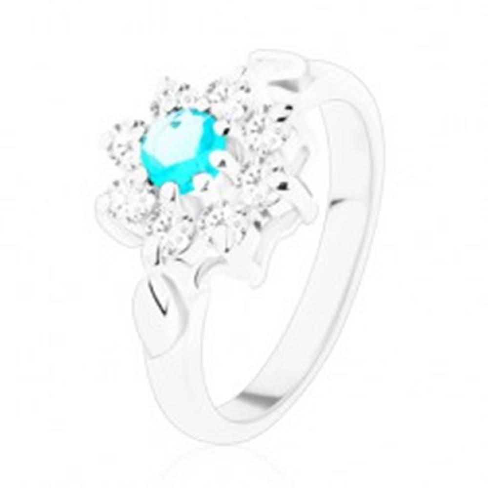 Šperky eshop Lesklý prsteň v striebornej farbe, svetlomodrý zirkón s čírymi lupeňmi, lístky - Veľkosť: 49 mm