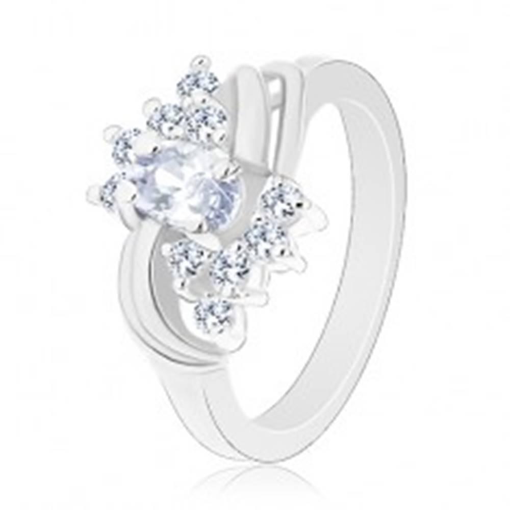 Šperky eshop Ligotavý prsteň v striebornej farbe a s čírymi zirkónmi, hladké páry oblúkov - Veľkosť: 49 mm