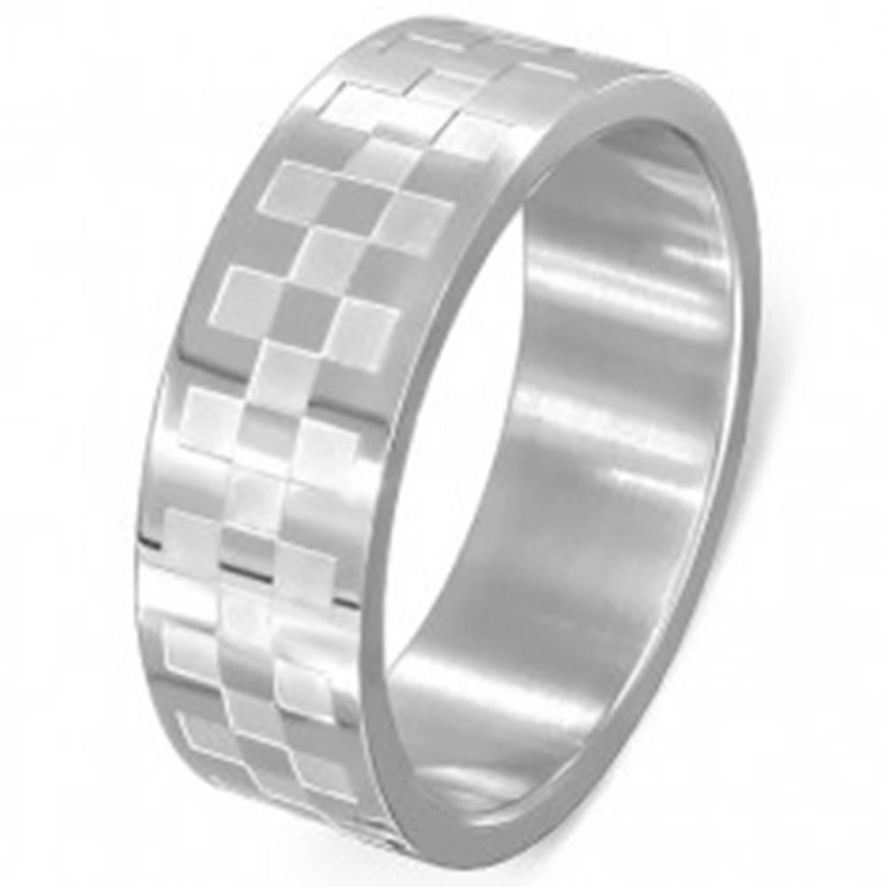 Šperky eshop Obrúčka z chirurgickej ocele - matné a lesklé štvorce - Veľkosť: 54 mm