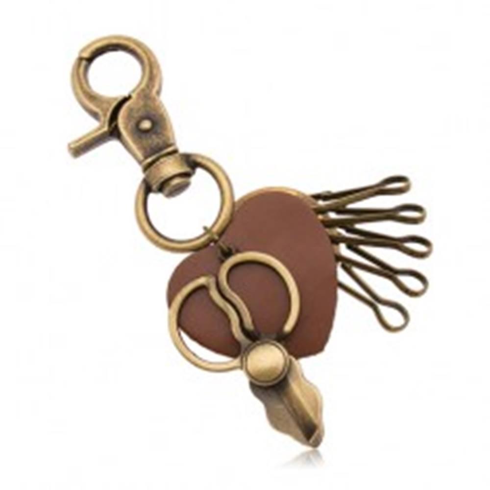 Šperky eshop Patinovaný prívesok na kľúče, mosadzný odtieň, nožnice a hnedé srdiečko
