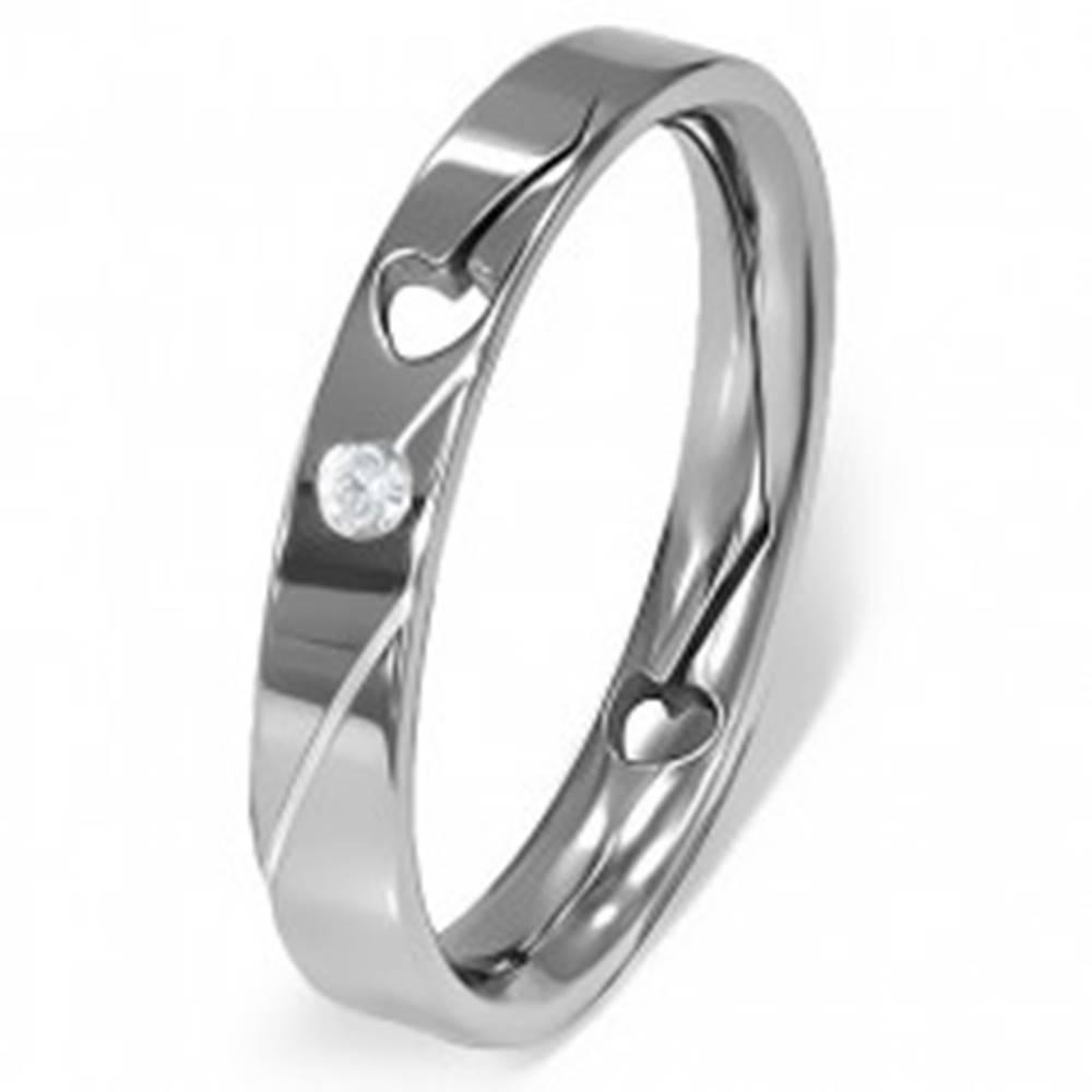 Šperky eshop Prsteň z ocele - vyrezané srdiečko, číry zirkón - Veľkosť: 49 mm