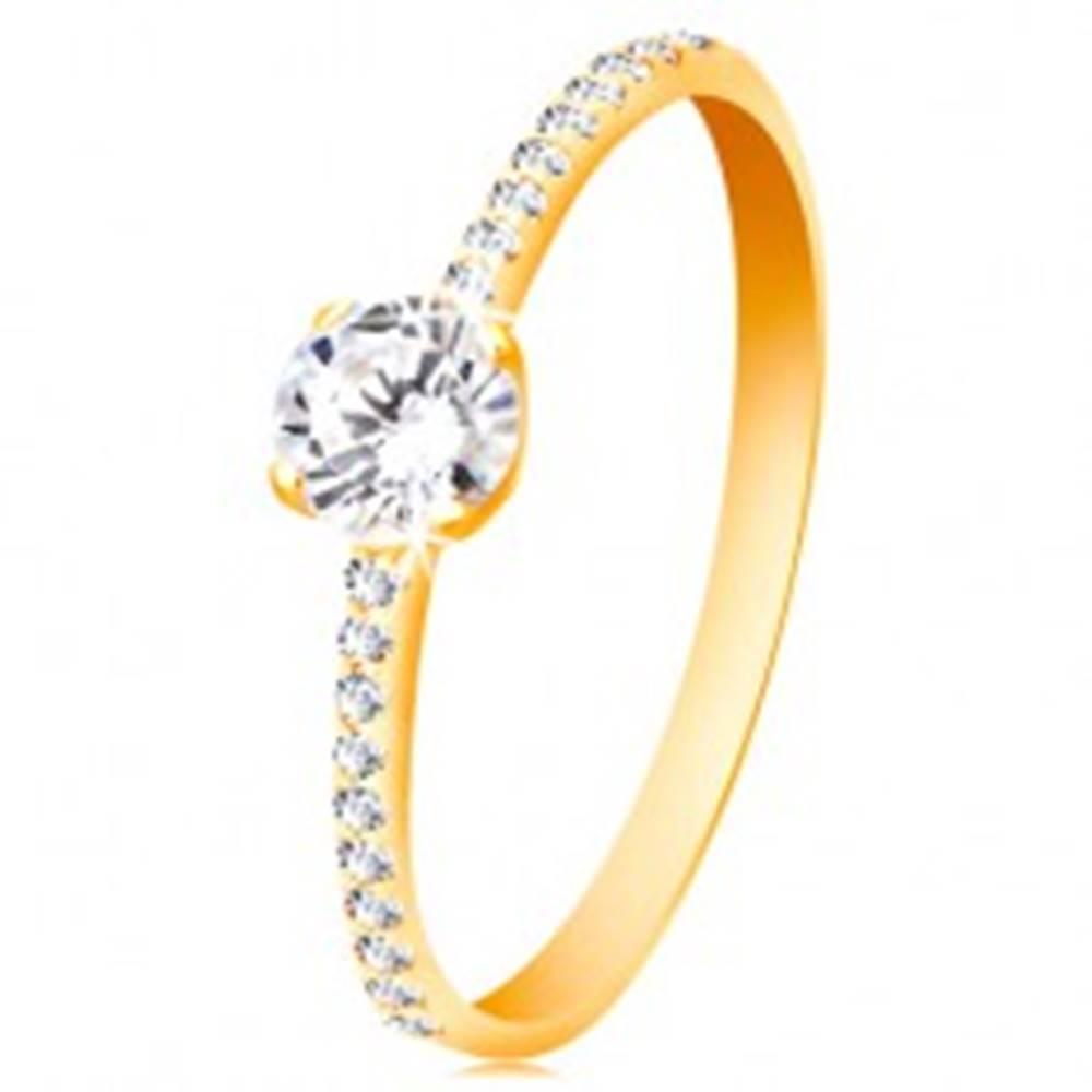Šperky eshop Prsteň zo žltého 14K zlata - okrúhly číry zirkón, tenké zirkónové línie po stranách - Veľkosť: 49 mm