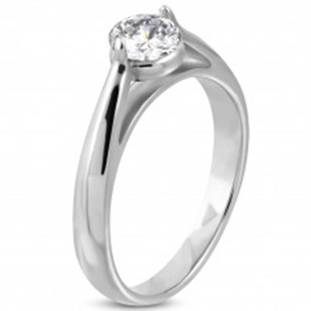 Šperky eshop Zásnubný prsteň, oceľ 316L striebornej farby, číry zirkón, zaoblené ramená - Veľkosť: 49 mm