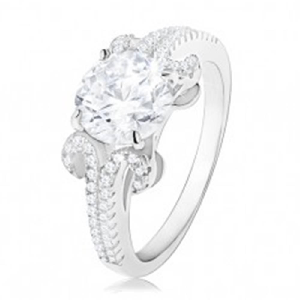 Šperky eshop Zásnubný prsteň zo striebra 925, okrúhly zirkón v čírej farbe, trblietavé pásiky - Veľkosť: 50 mm