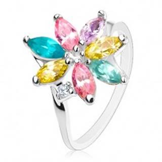 Lesklý prsteň so zahnutými ramenami, ligotavé farebné lupene, číry zirkónik - Veľkosť: 49 mm