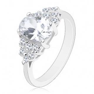 Lesklý prsteň so zúženými ramenami, brúsené zirkóny v transparentnej farbe - Veľkosť: 49 mm