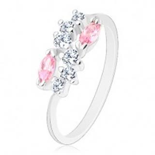 Lesklý prsteň so zúženými ramenami, strieborná farba, číra vlnka a ružové zrná - Veľkosť: 58 mm