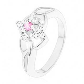 Trblietavý prsteň v striebornej farbe, číry kosoštvorec s ružovým stredom - Veľkosť: 55 mm