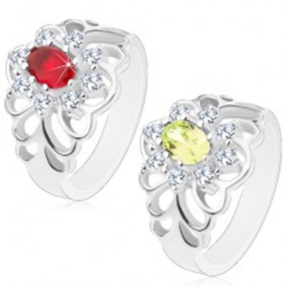 Šperky eshop Lesklý prsteň s vyrezávanými ramenami, brúsený oválny zirkón s čírou obrubou - Veľkosť: 51 mm, Farba: Červená