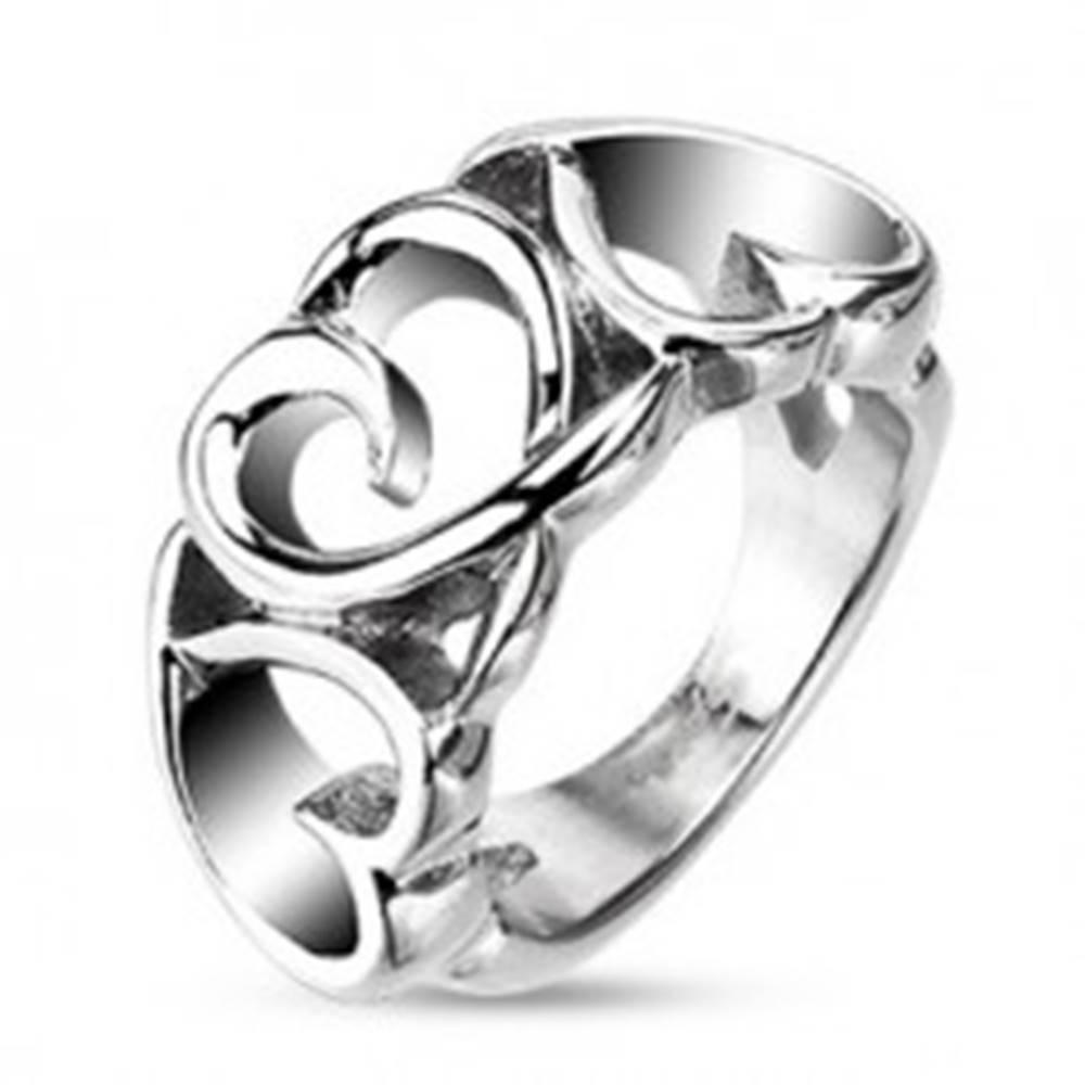 Šperky eshop Oceľový prsteň - tri cifrované srdiečka - Veľkosť: 48 mm