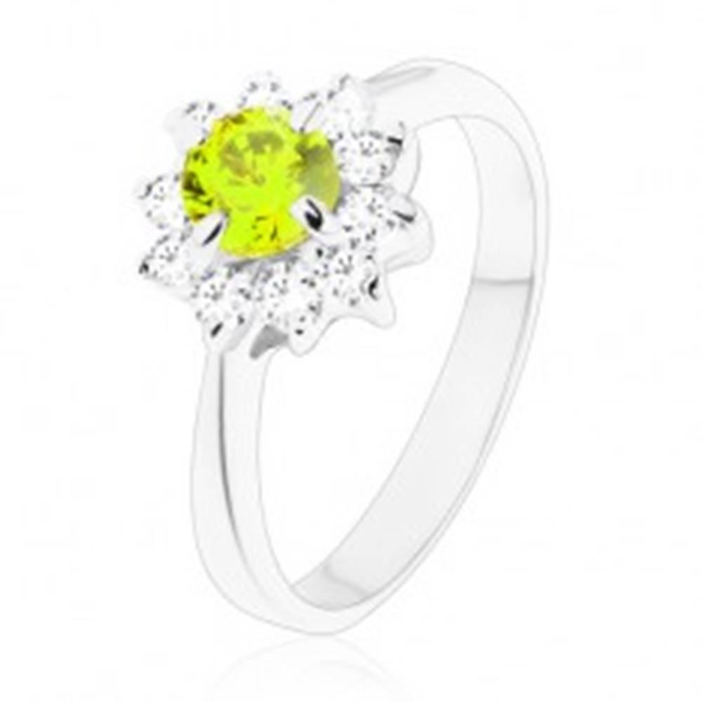 Šperky eshop Prsteň - trblietavý zirkónový kvietok v čírom a zelenom odtieni, úzke ramená - Veľkosť: 49 mm