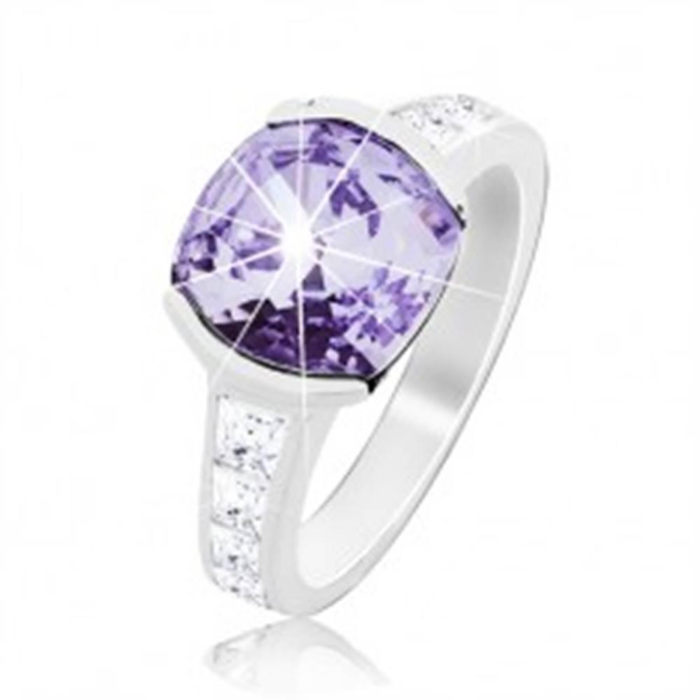 Šperky eshop Prsteň zo striebra 925, ligotavý fialový zirkón, zdobené ramená - Veľkosť: 48 mm