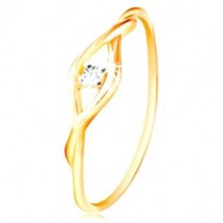 Zlatý prsteň 585 - číry okrúhly zirkón medzi dvomi tenkými vlnkami - Veľkosť: 49 mm