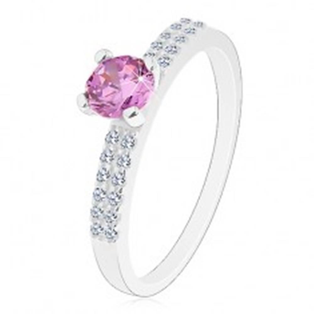 Šperky eshop Ligotavý prsteň zo striebra 925, okrúhly zirkón s fialovým odtieňom, dvojitá línia - Veľkosť: 49 mm