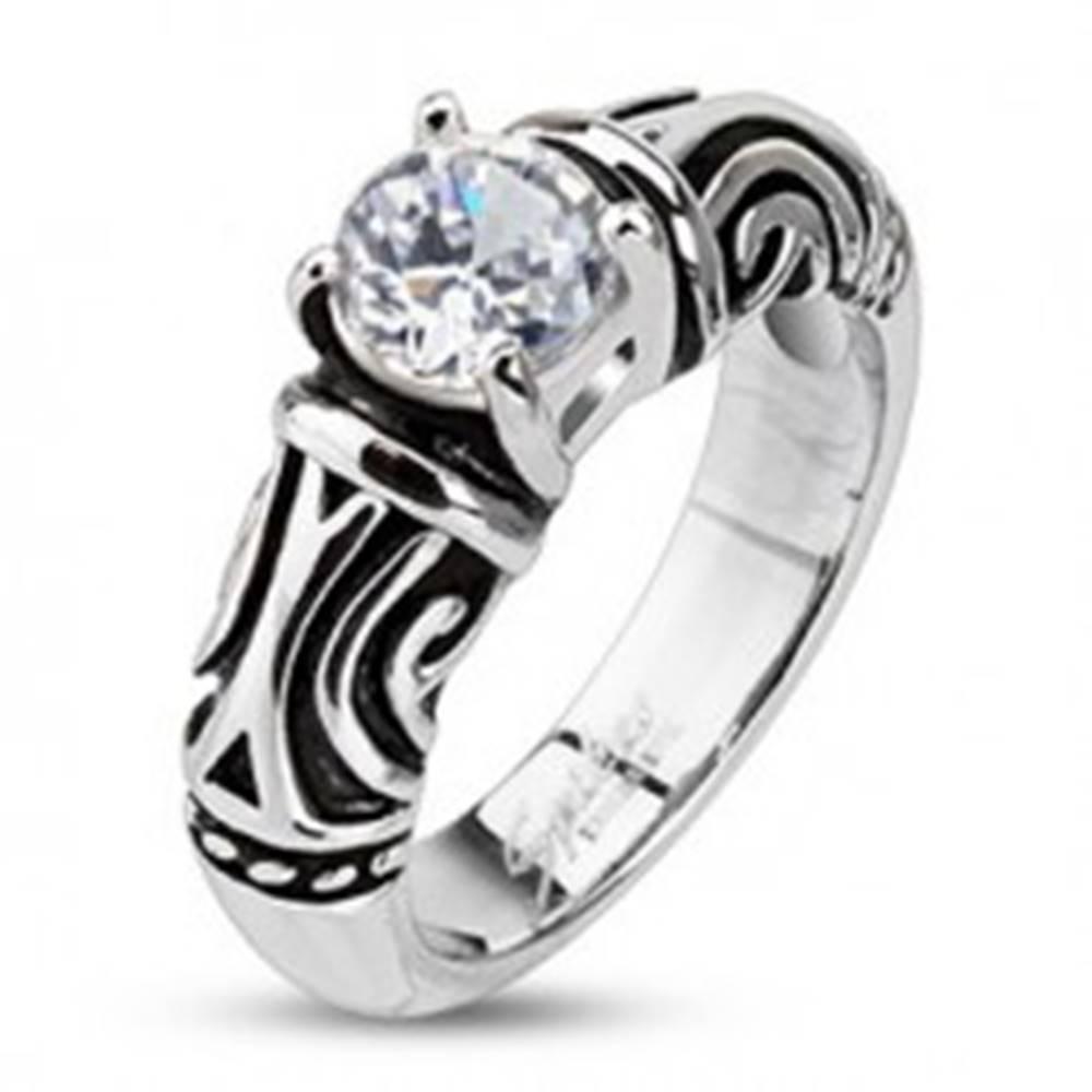 Šperky eshop Oceľový dekoratívny patinovaný prsteň so zirkónom - Veľkosť: 48 mm