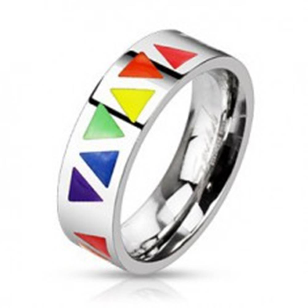 Šperky eshop Oceľový prsteň s farebnými trojuholníkmi na podklade striebornej farby - Veľkosť: 49 mm