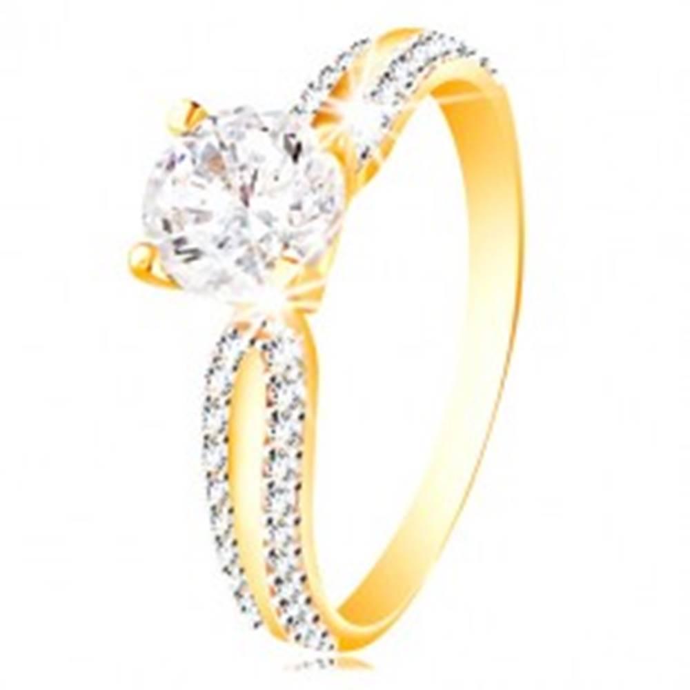 Šperky eshop Prsteň v 14K zlate - veľký číry zirkón v kotlíku, zirkónové línie na ramenách - Veľkosť: 51 mm
