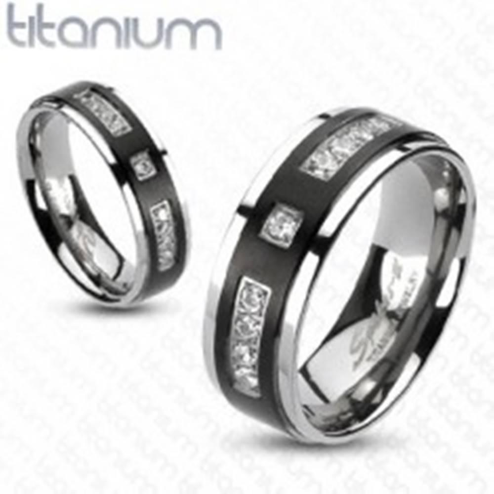 Šperky eshop Prsteň z titánu s matným čiernym pruhom a kamienkami - Veľkosť: 49 mm