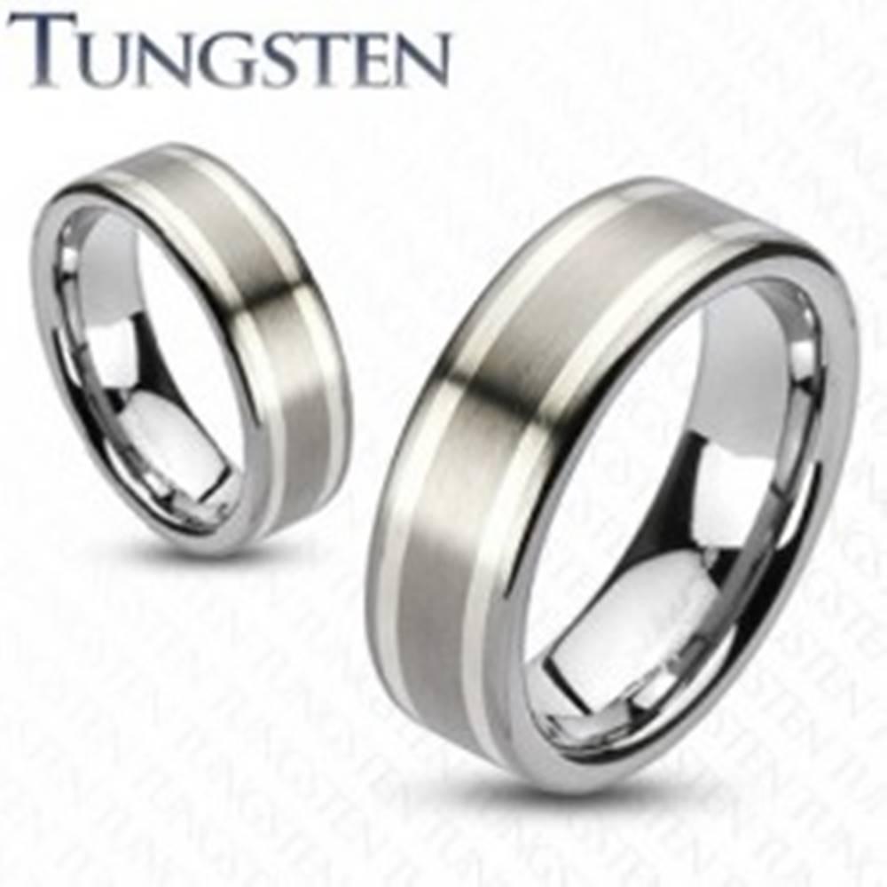 Šperky eshop Prsteň z wolfrámu s dvomi pruhmi striebornej farby, 8 mm - Veľkosť: 49 mm