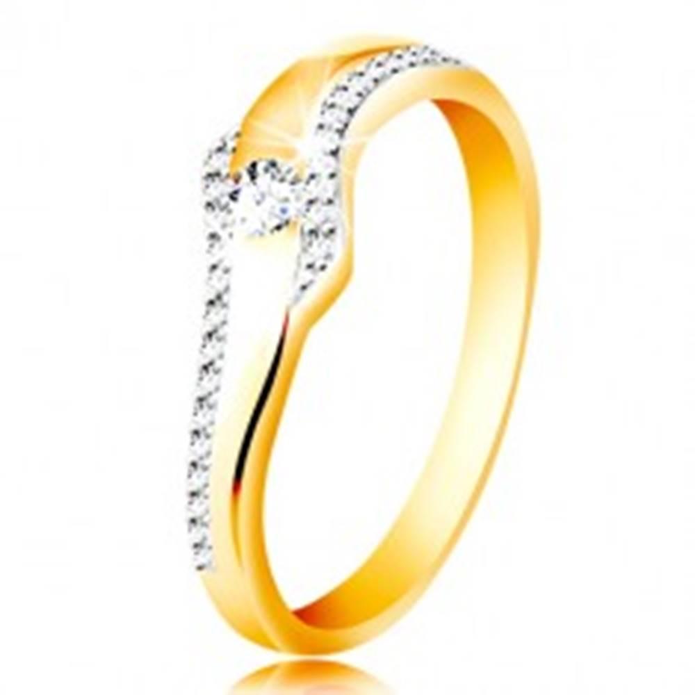 Šperky eshop Prsteň zo 14K zlata - vlnka s čírym zirkónom a trblietavými líniami po stranách - Veľkosť: 49 mm