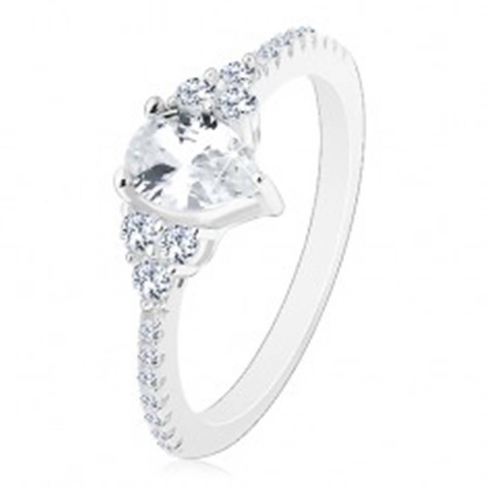 Šperky eshop Striebro 925 - zásnubný prsteň, vrúbkované okraje so zirkónikmi, ligotavá číra slza - Veľkosť: 50 mm