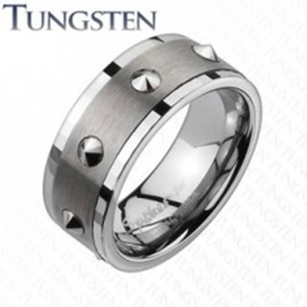 Šperky eshop Wolfrámový prsteň - brúsený stredný pás, kužele - Veľkosť: 59 mm