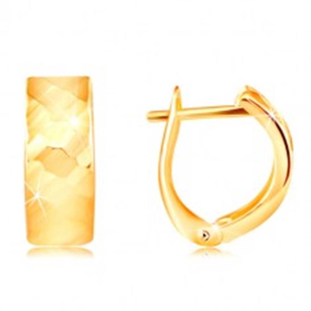 Šperky eshop Náušnice v žltom 14K zlate - ligotavý povrch s vybrúsenými plôškami